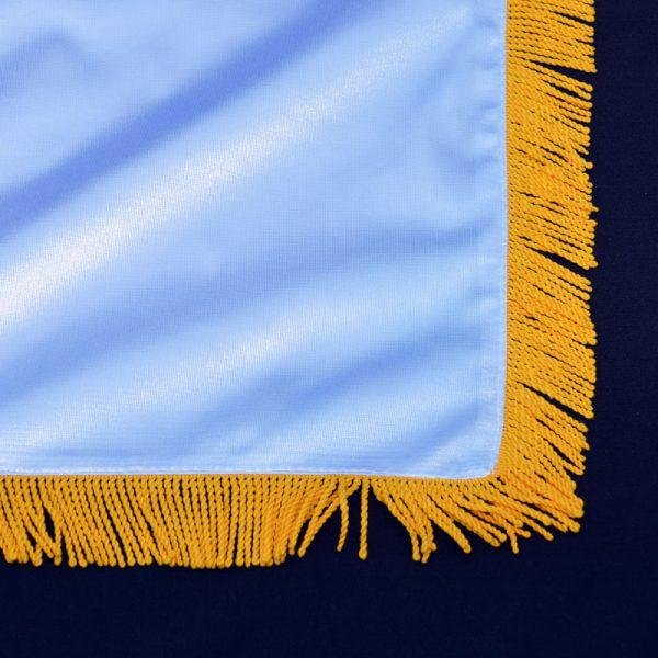 Nacionalna zastava Srbije od krep satena sa resama.